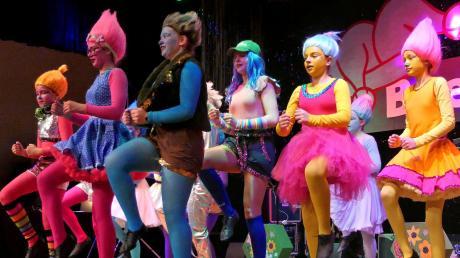 Als farbenfrohe Trolle präsentierten sich die Breitenbrunner Teenies bei ihrer Showeinlage.