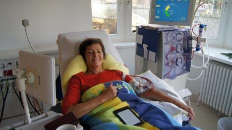 Dreimal in der Woche muss Nicole Andree an das Dialysegerät angeschlossen werden – ohne die Maschine zur Blutreinigung wäre die 59-Jährige längst gestorben. Sie wartet seit sieben Jahren vergeblich auf eine Spenderniere.