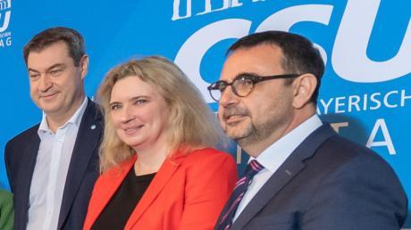 Klaus Holetschek (rechts) mit Markus Söder und Kerstin Schreyer, der Familienministerin.