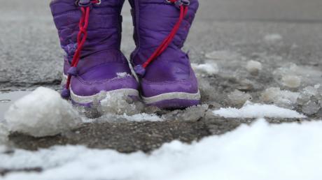 Wenn Schnee liegt, muss für Fußgänger und Radfahrer geräumt werden – und zwar nicht nur von den direkten Anliegern einer Straße.