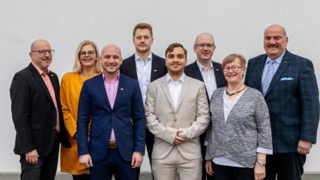 Die FDP tritt mit 51 Kandidaten bei der Kreistagswahl an. Das Bild zeigt (von links) Stephan Rosche, Alexandra Wiedemann, Mario Schaupp, Tom Luderer, Maik Hammermayer, Marcel Mundinar, Maria Rita Popp und Bernhard Mohr.