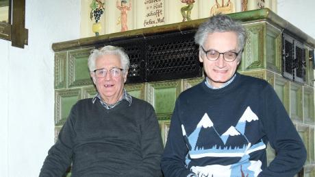 Friedrich Hutter (links) freut sich gemeinsam mit seinem ältesten Sohn Richard über die neue Hutter-Stiftung, die Familien mit pflegebedürftigen und kranken Angehörigen helfen will.