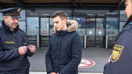 Die Grenzpolizeigruppe am Allgäu-Airport in Memmingerberg wird weiter aufgestockt. Die Beamten sind unter anderem für Ein- und Ausreisekontrollen sowie für Schleierfahndung und Verkehrsüberwachung zuständig.