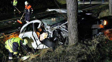 Der Fahrer dieses Wagens wurde schwer verletzt