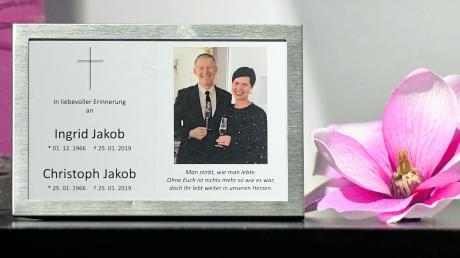 Ein gerahmtes Sterbebild erinnert im Schuh- und Modegeschäft Weißenhorn in Pfaffenhausen an das Ehepaar Jakob.