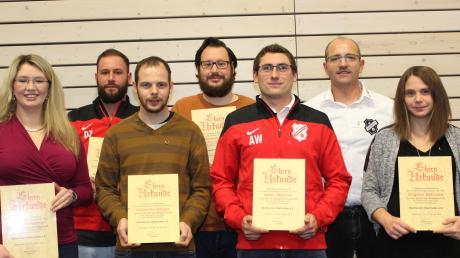 SVO-Vorsitzender Richard Schmid (Zweiter von rechts) zeichnete (von links) Daniela Fischer, Daniel Zech, Johannes Geiger, Michael Zech, Armin Wanner und Dagmar Schwarz für ihre 25-jährige Mitgliedschaft aus.