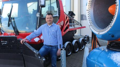 Andreas Wißmiller aus Apfeltrach optimiert mit seiner Firma Pistenraupen und Schneekanonen.