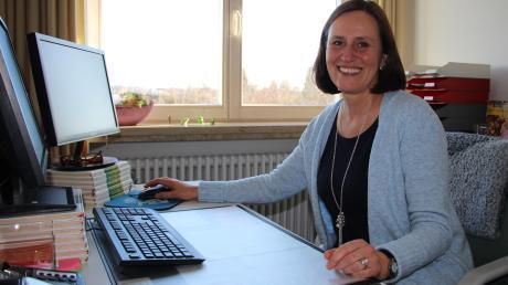 """Marietta Maucher war zwei Jahre lang Konrektorin in Woringen, ehe sie vergangenen September als Rektorin an die Grundschule Kammlach wechselte. """"Ich bin total gerne hier"""", sagt sie."""