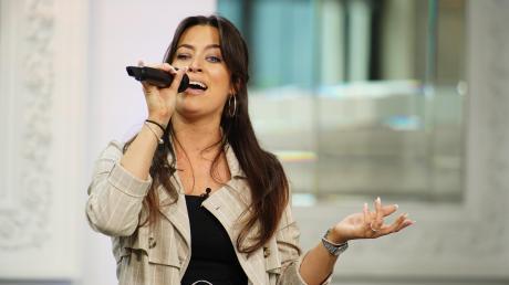"""Melanie Ast aus Bad Wörishofen bei ihrem ersten Auftritt bei """"Deutschland sucht den Superstar""""."""