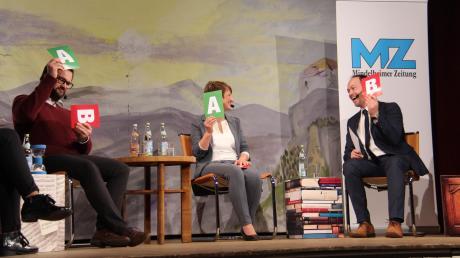 Schnelle Entscheidungen waren mitunter bei der MZ-Podiumsdiskussion in Kirchheim gefragt. Dabei hatten (von links) die Bürgermeisterkandidaten Erich Wörishofer, Susanne Fischer und Ernst Striebel durchaus ihren Spaß.