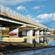 Die Brücke der A96 über den Stadtpark Neue Welt in Memmingen wird für fünf Jahre zur Baustelle. Zunächst wird der südliche Teil der Brücke ausgebaut, dann der nördliche Teil abgerissen und neu errichtet.