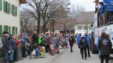 Gar nicht mehr so klein, aber immer noch fein: Der Umzug in Irsingen wird zum närrischen Höhepunkt am Faschingsdienstag ab 13.33 Uhr.