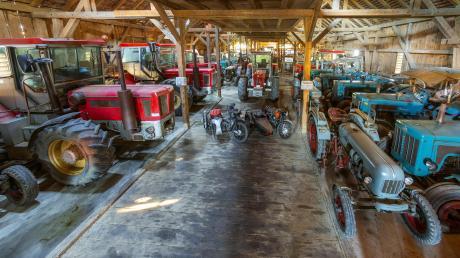 Ein Paradies für jeden Landmaschinen-Fan ist diese Oldtimer-Sammlung von Michael Rimmel. Für seine Objekte, darunter seltene Schlüter-Traktoren, will der Eigentümer eine eigene Halle bauen.