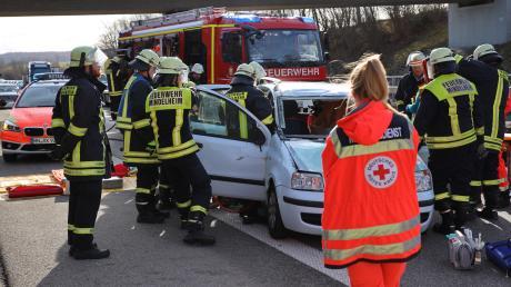 Eine Windböe erfasste das Auto einer 55-Jährigen auf der A 96. Es kam zum Unfall.