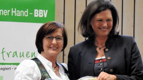 Kreisbäuerinnen Margit Walser (links) hatte beim Unterallgäuer Landfrauentag Landtagspräsidentin Ilse Aigner zu Gast.