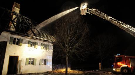 Die über 350 Jahre alte Sölde aus Siegertshofen steht seit 2009 im Bauernhofmuseum in Illerbeuren. Am Samstagabend geriet das Haus in Brand und wurde schwer beschädigt. Der Schaden wird auf rund 750.000 Euro geschätzt.