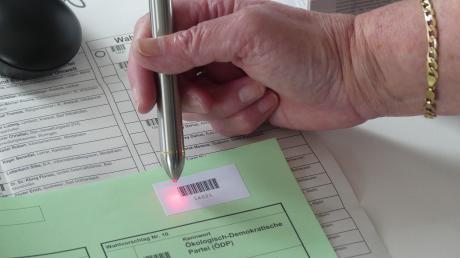 Kommunalwahl in Bad Wörishofen, auszählen mit Code-Stift. Das Symbolfoto entstand einige Tage vor der Wahl.