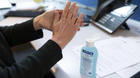 Gauner haben Desinfektionsmittel alsFeld für Betrügereien entdeckt.