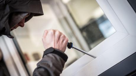 Die Zahl der wohnungseinbrüche ist im Bereich der Polizei Mindelheim 2019 um über 50 Prozent zurückgegangen.
