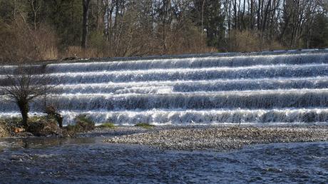Am Walterwehr in Türkheim soll ein Wasserkraftwerk entstehen.