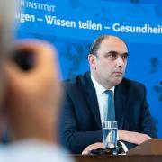 Das Robert-Koch-Institut berechnet die Reproduktionszahl für Deutschland.