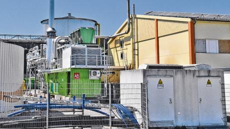 Um Strom flexibel erzeugen und bedarfsgerecht ins Netz einspeisen zu können, hat die Firma Bio-Energie Schwaben in Erkheim ein Blockheizkraftwerk errichtet. Zudem wurde das zehn Jahre alte Heizkraftwerk auf dem Dach einer benachbarten Lagerhalle platziert. Einen Antrag dafür reichte das Unternehmen allerdings erst danach ein.