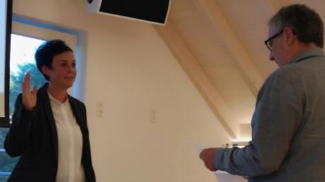Manfred Kugelmann hat Bürgermeisterin Susanne Nieberle den Amtseid abgenommen.