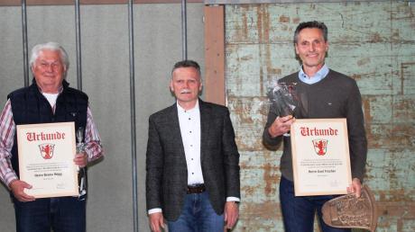 Zu Beginn der Sitzung verabschiedete Bürgermeister Norbert Führer die beiden langjährigen und nun ausgeschiedenen Gemeinderäte Benno Högg (CSU) und Axel Fischer (Freie Wähler) für ihre Mitarbeit im Ehrenamt.