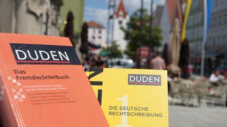 Im Deutschen gibt es bis zu 500.000 Worte. Viele davon leiten sich von anderen Sprachen ab – zum Beispiel von Latein. Doch eine Sprache wird nicht nur von Wörtern bestimmt. Auch der Tonfall oder die Gestik sind Teile davon. Fünf Unterallgäuer erzählen, was sie mit dem Thema Sprache verbindet.