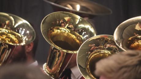 Blasmusik ist immer ein Publikumsmagnet und zahlreiche Unterallgä#uer sind in Musikvereinen aktiv. Doch derzeit gibt es für sie noch keine Perspektive, wann der Probebetrieb wieder aufgenommen werden kann.