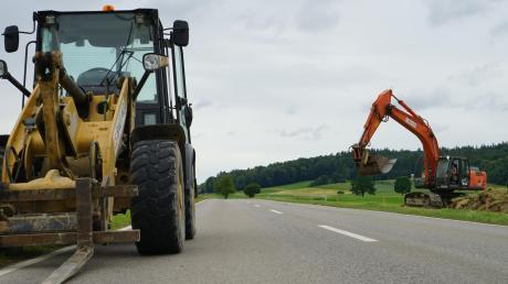 Die Bundesstraße zwischen Loppenhausen und Aletshausen wird gerade für etwa drei Millionen Euro saniert. Im Zuge dessen wird die Straße verbreitert.