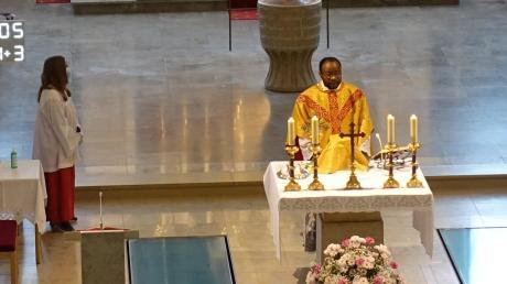Kaplan Jean Kapena Mwanza zelebrierte die Messe.