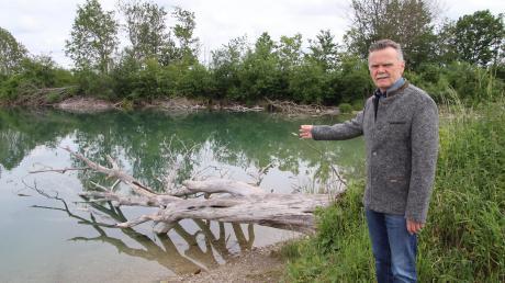 Auch die Flachwasserzone des Baggersees sei vor Vandalismus nicht sicher, ärgert sich Bürgermeister Norbert Führer. Ein Hinweisschild zum Schutz der Fischaufzucht wurde mutwillig abgerissen.