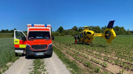 Eine 25-Jährige erlitt bei einem Radunfall am Freitag Kopfverletzungen und wurde mit dem Hubschrauber nach Augsburg gebracht.