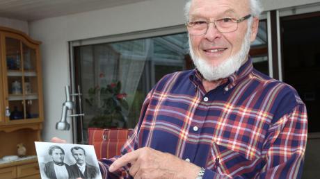 Alfons Müller mit einem Foto seiner Großeltern. Er selbst war bei Kriegsende zwar erst zwei Jahre alt, aber seine Mutter erzählte ihm einmal eine rührende Geschichte von seinen Großeltern, die ihm in bester Erinnerung blieb.