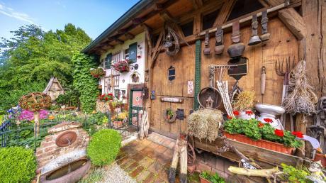 In vier arbeitsintensiven Jahren verwandelte Familie Feuchtl ein baufälliges Bauernhaus im südlichen Landkreis in ein regelrechtes Paradies.