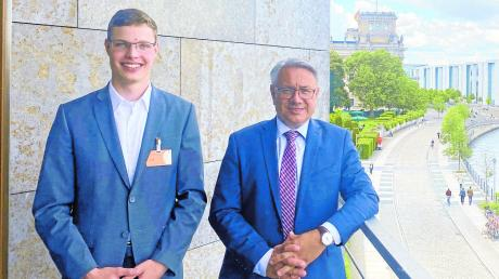 """Bevor Lukas Grauer als """"junger Botschafter"""" in die USA reist, besuchte er den Bundestagsabgeordneten Georg Nüßlein in Berlin."""