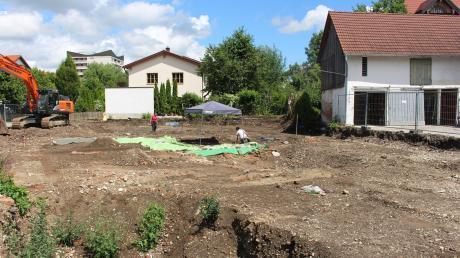 Archäologen untersuchen den Boden auf dieser Baustelle in Mindelheim.