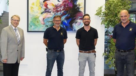 Bürgermeister Stephan Winter  (li.) und Vereinsvorsitzender Christian Mutzel (re.) gratulierten Robert Draeger und Christoph Hohenleitner zur Wahl.