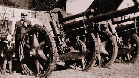Kanonen gegen die Angst: Kanonen auf dem Viehmarktplatz sollten Pfaffenhausen schützen.