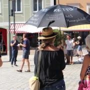 Am Rande der 14. Grundrechte-Demo in Mindelheim kam es gestern nach 16 Uhr auf dem Marienplatz zu vereinzelten Disputen mit Kritikern. Insgesamt blieb es aber friedlich wie all die Kundgebungen zuvor auch.