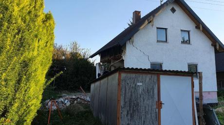 Dieses Haus in Ettringen sollte eigentlich saniert werden, die Arbeiten dazu waren im Gang. Am Freitag stürzte das Gebäude allerdings teilweise ein.