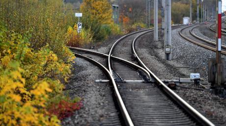 Die Staudenbahn erneuert Gleise.