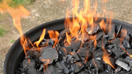 Beim Entfachen eines Grills kam es in Rammingen zu schweren Verbrennungen.