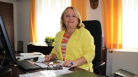 Birgit Steudter-Adl Amini wechselte vor gut 100 Tagen vom Amt der Zweiten Bürgermeisterin von Kammlach in das der Ersten. Eine ihrer ersten Amtshandlungen war die Abnahme des neuen Trinkwasserbrunnens.
