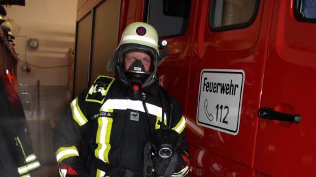 Martin Pfluger in voller Montur als Atemschutzträger bei der Freiwilligen Feuerwehr Markt Wald.