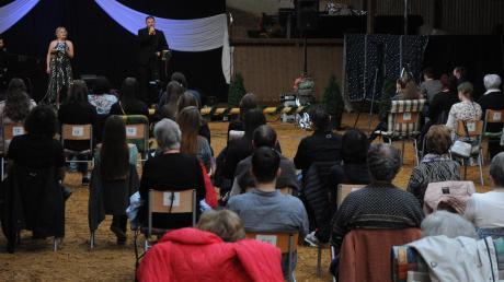 Konzert in der Reithalle: Die Musical-Stars Florian Albers, Tamara Peters und Patrick Stanke (von links) geben erneut zwei Konzerte in der Halle der Familie Bosch in Amberg.