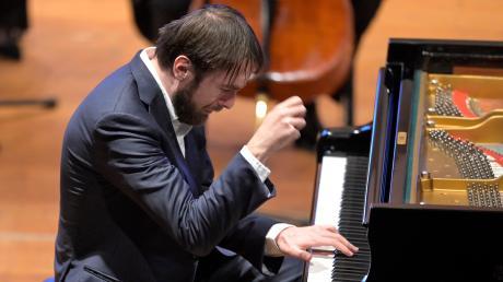 Versunken in seine Musik, mit viel Feingefühl – so ging Daniil Trifonov im Kursaal von Bad Wörishofens ans Werk.