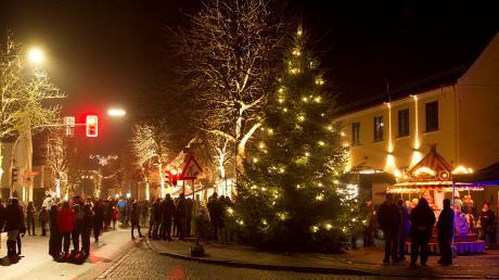 """Ein beliebter Treffpunkt im Advent war in den vergangenen Jahren immer der Aktionstag """"Pfaffenhausen leuchtet"""". Heuer fällt er wegen Corona aus."""