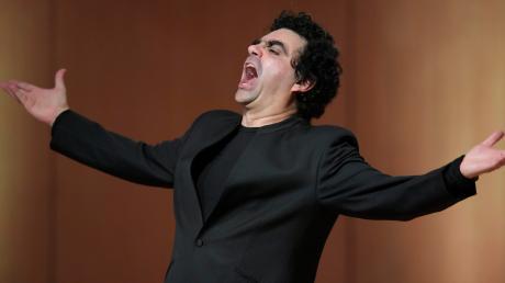 Bei seinem Liederabend in Bad Wörishofen verzichtete Rolando Villazón weitgehend auf große Effekte. So manche große Geste gab es aber trotzdem.